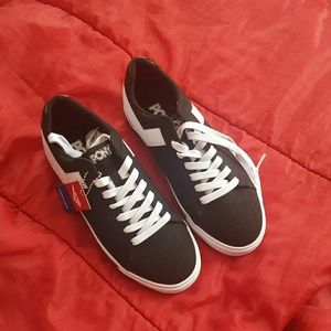 Sneakers size 8 pony brand new